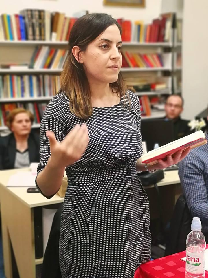 Александра Мариловић у библиотеци
